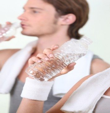 5 Best Ways That Water Helps You Fight The Fat