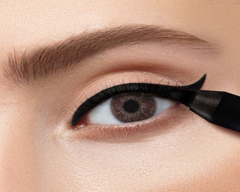 Make Your Eye Kajal Smudge Proof